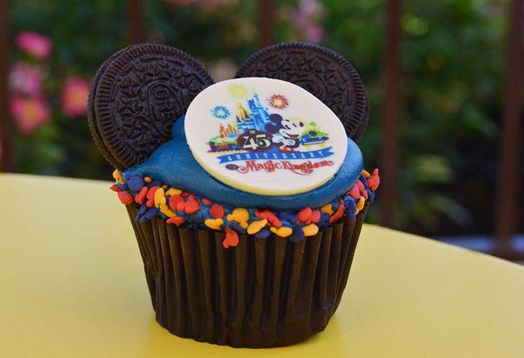 Cupcake comemorativo '45º aniversário Walt Disney World'. (Reprodução/Instagram)