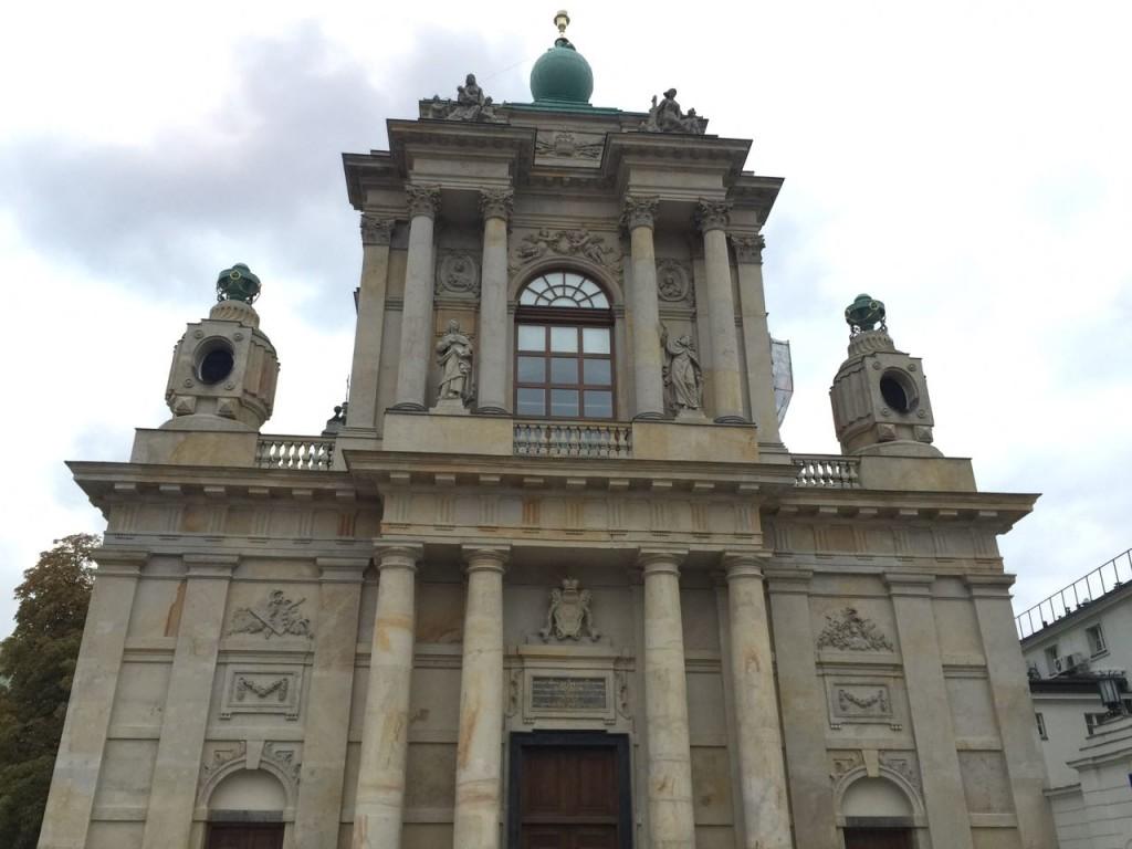 Igreja da Santa Cruz, localizada na Krakowskie Przedmieście.