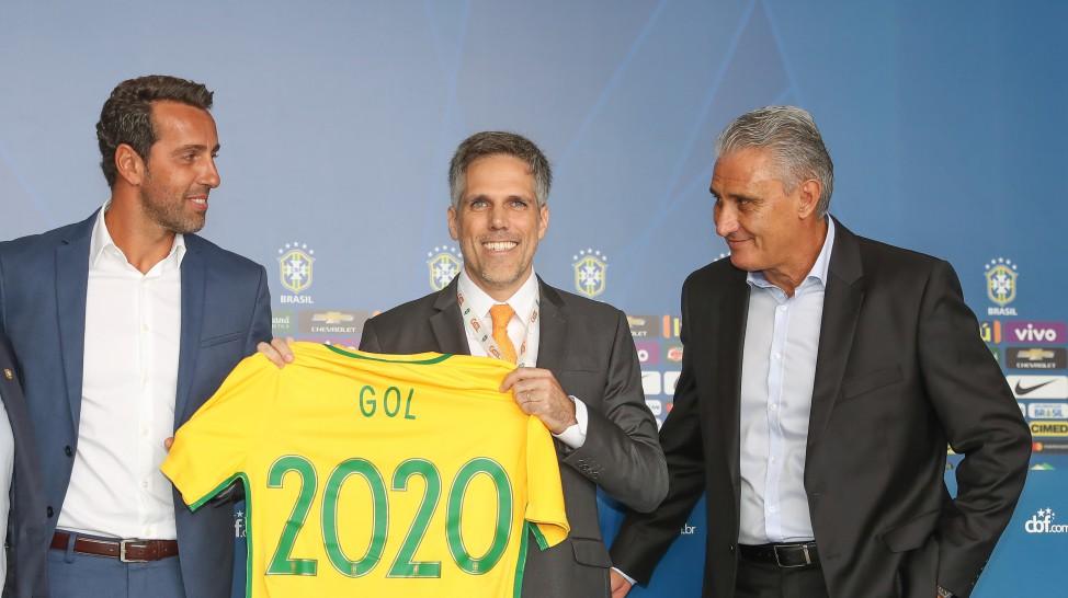 Edu Gaspar, presidente da GOL, Paulo Sergio Kakinoff e Tite. (Foto: Ricardo Stuckert/CBF)