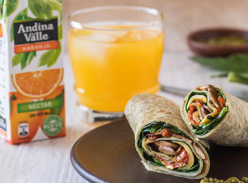 O combo com wrap vegetariano mais bebida sai por R$ 25. (Divulgação/LATAM)