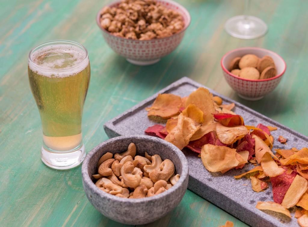 O combo com snack salgado mais cerveja Colorado sai por R$ 18. (Divulgação/LATAM)
